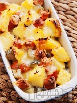 Запечени картофи с дебърцини / наденички, краставички и кашкавал в тава на фурна - снимка на рецептата